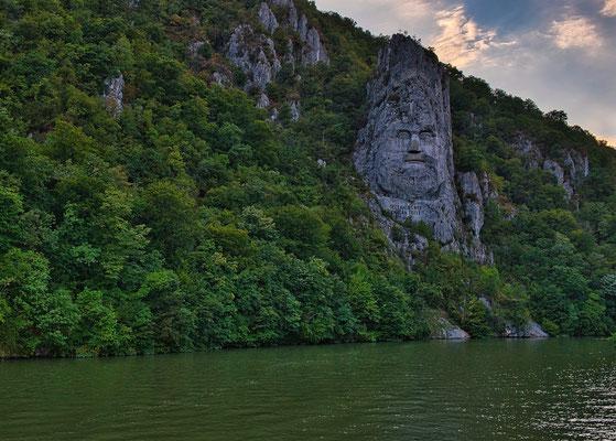 König Decebalus Statue an der Donau