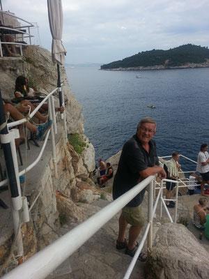 Dubrovnik an der Außenmauer ein Cafe