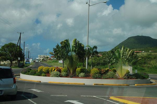 Es gibt viele Roundabouts, alle prächtig bepflanzt und gut gepflegt
