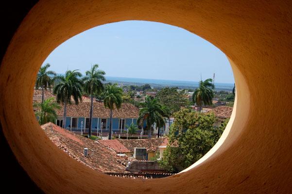 Blick aus dem alten Glockenturm mitten in Trinidad