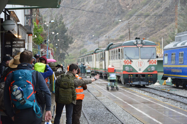 ESTATION DEL TRAIN   OLLANTAYTAMBO