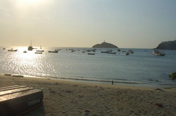 Vor Santa Marta ankern hauptsächlich kleinere Boote