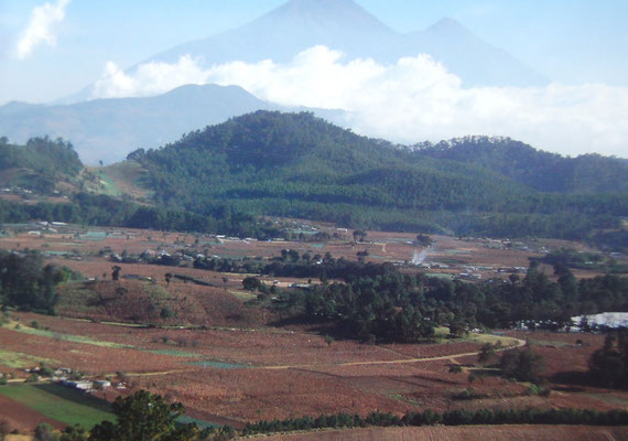 Guatemala-City liegt auf 1200m Höhe. Die Umgebung ist bergig.