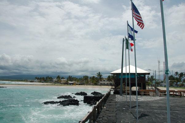 Die Iguana-Point-Bar am Strand von Vilamil / Isabela wurde geschlossen.....