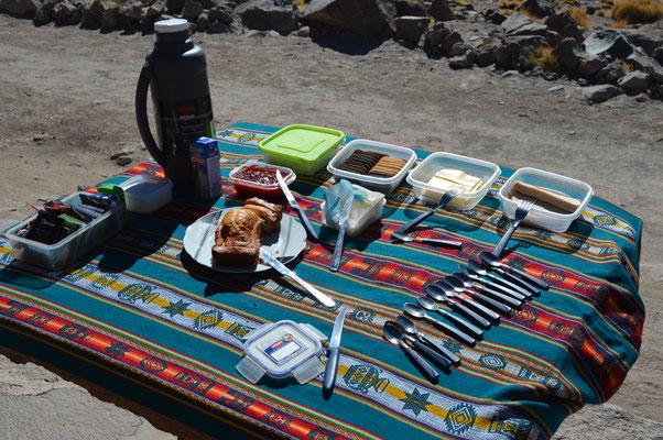 Windiges Frühstück im Stehen. Zum sitzen ist´s zu kalt