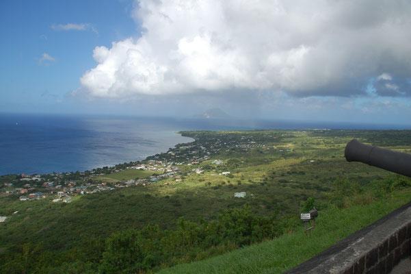 .....über der Insel.  Im Hintergrund die nächste Insel St. Eustatius