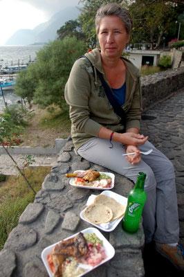 Mittagessen aus der Garküche am See
