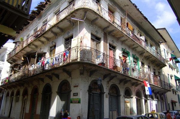 Casco Viejo: Auch hier verfallen viele schnörkelige Gebäude