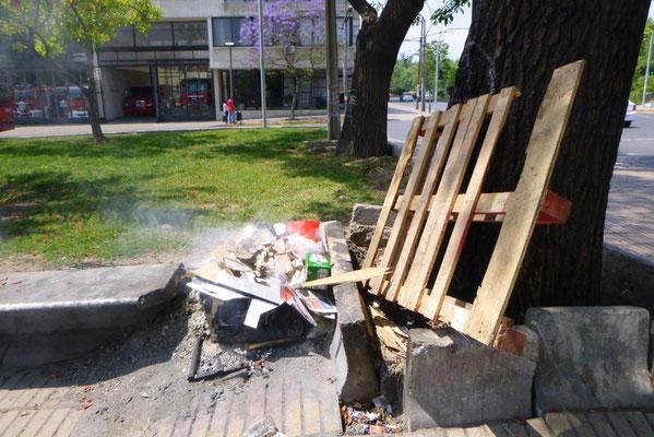Müllverbrennung am Strassenrand