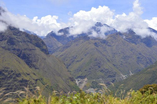 ...vorbei an spektakulärer Landschaft