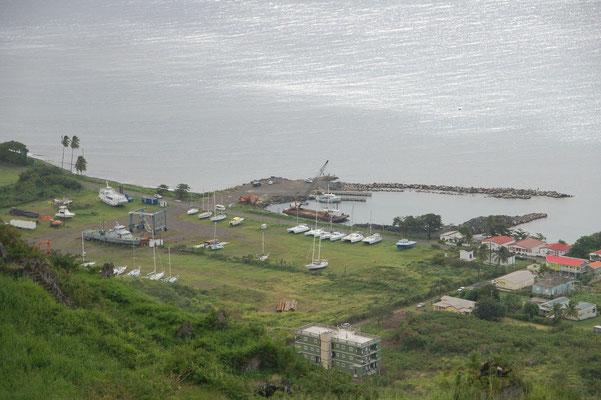 Die Marina auf St.Kitts. Hier gräbt man die Boote einfach ein. Hurricansafe.