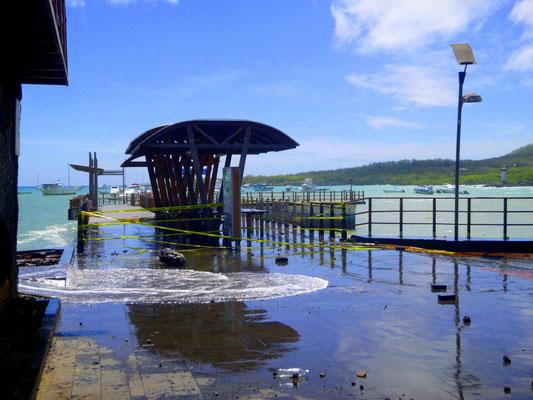 Ein Bild der Verwüstung - durch Wasserwellen bei schönstem, windstillen Wetter....