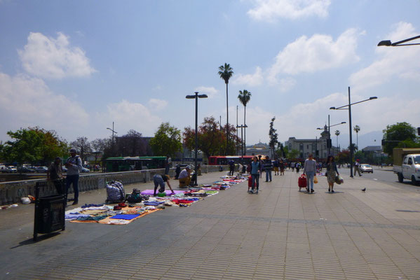 Flohmarkt auf der Puente Pio Nono
