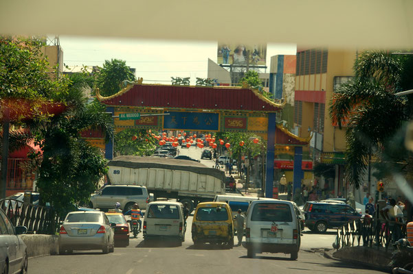 Einfahrt zu Chinatown.....