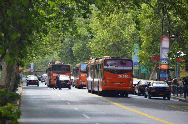 Busse sind neben der Metro einziges Massenverkehrsmittel für 8 MIO Einwohner
