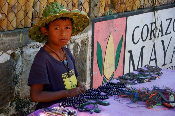 Auch Carlos ist nicht wesetlich älter....er verkauft Schmuck.