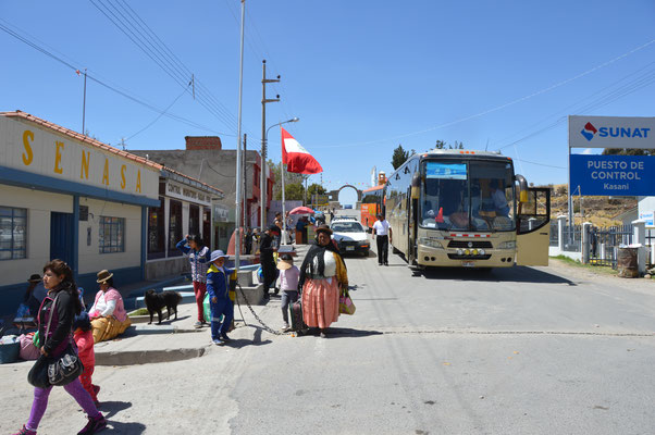 GRENZE  BOLIVIA - PERU bei KASANI