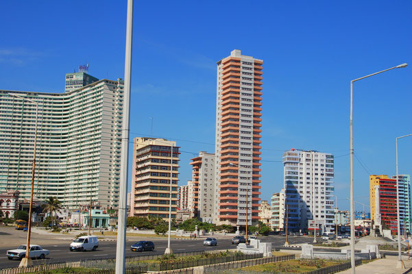 """Mit dem Bus durch das """"neuere"""" Habana"""