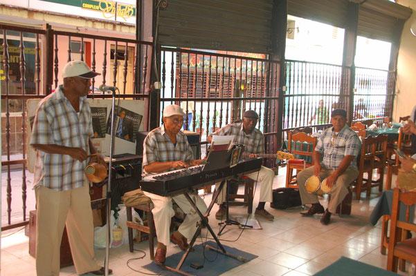"""Die letzten Herren des """"BUENA VISTA SOCIAL CLUB"""" spielen live......"""