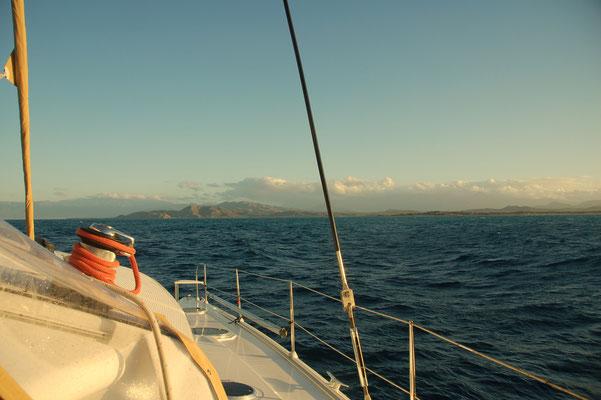 pünktlich zum Sonnenaufgang ist das Ziel greifbar: Salina