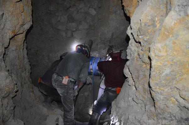 Aus 15m Tiefe wird in diesem Stollen das Gestein heraufgekurbelt...