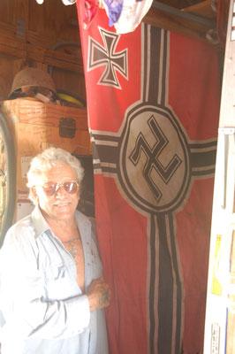 .....und eine Deutsche Flagge hat er auch noch..... (naja, nicht ganz die aktuelle)
