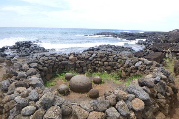 NABEL DER WELT nennen die Polynesier diese magnetischen Steine.  Von hier kommen magische Kräfte.