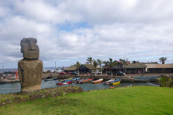Der kleine Hafen HANGA ROA