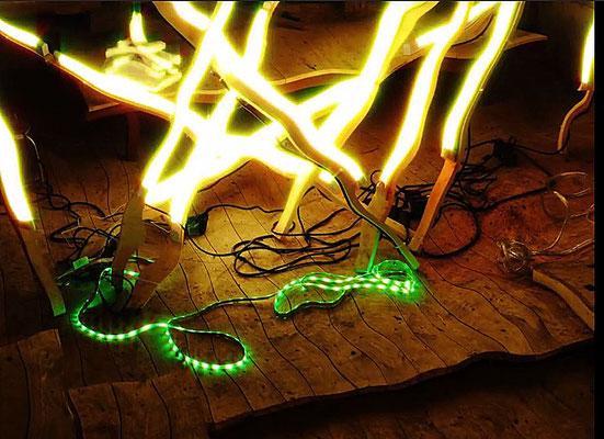 Pedro Meier – Nr. 20 – Lichtkunst – LightArt – Neon/LED – 200 Jahre altes Bauernhaus, Dachstock – Photo © Pedro Meier Multimedia Artist MoMA Bangkok – FLUXUS – DADA – SIKART Zürich – Gerhard Meier Weg Niederbipp Bern bei Solothurn Oberaargau