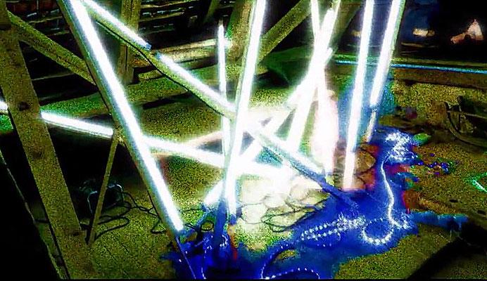Pedro Meier – Nr. 16 – Lichtkunst – LightArt – Neon/LED – 200 Jahre altes Bauernhaus, Dachstock – Photo © Pedro Meier Multimedia Artist MoMA Bangkok – FLUXUS – DADA – SIKART Zürich – Gerhard Meier Weg Niederbipp Bern bei Solothurn Oberaargau