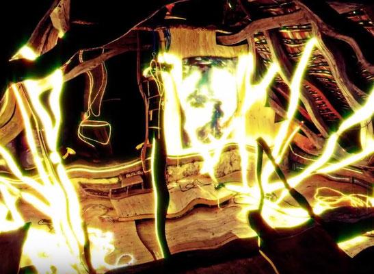 Pedro Meier – Nr. 23 – Lichtkunst – LightArt – Neon/LED – 200 Jahre altes Bauernhaus, Dachstock – Photo © Pedro Meier Multimedia Artist MoMA Bangkok – FLUXUS – DADA – SIKART Zürich – Gerhard Meier Weg Niederbipp Bern bei Solothurn Oberaargau