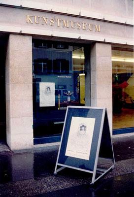 Plakat vor Kunstmuseum Olten 1994 – Solo-Ausstellung von Pedro Meier Multimedia Artist – »Aschenbilder – Anmerkungen zu Rembrandt – Randmarken«– Ausstellungskonzept: Konservator und Kultur Buchautor Peter Killer –  © Pedro Meier Niederbipp / ProLitteris