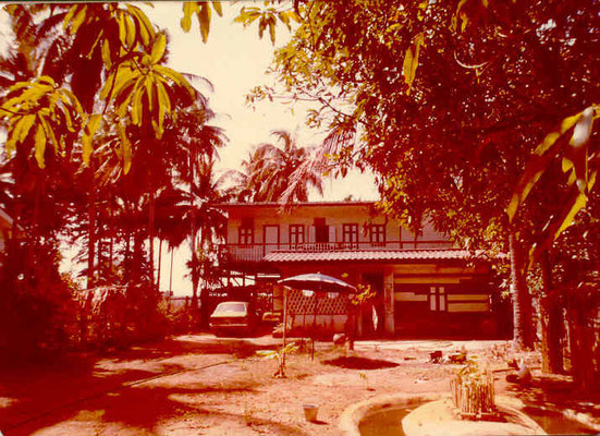 Pedro Meier Multimedia Artist – Studio house by the sea Bang Saen, Pattaya 1985 – Pedro Meier has been commuting for over 40 years between his studio located on the Gulf of Siam Thailand and Switzerland – Swiss Society – © Pedro Meier Niederbipp Thailand