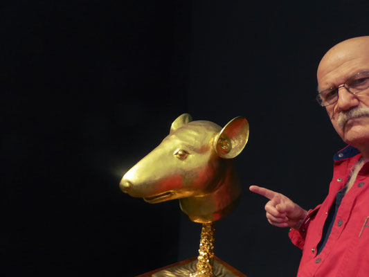 Pedro Meier PhotoArt – meets Ai Weiwei – Circle of Animals – Zodiac Heads from the garden of the Emperor of China – Museum Rietberg Zürich – New York – »Selfie-Art-Project« – Photo 2016 © Pedro Meier Multimedia Artist / ProLitteris – Niederbipp – Bangkok