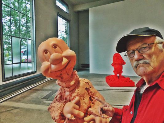 Pedro Meier PhotoArt – mit Paul McCarthy Skulptur – Kunstmuseum St.Gallen – Lokremise Switzerland – »Selfie-Art-Project« – Photo Nr. 18 2016 © Pedro Meier Multimedia Artist / ProLitteris – Niederbipp – Bangkok
