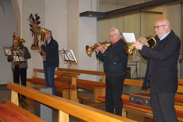 Ein Quartett des Musikvereins Meckenbeuren gestaltet den Gottesdienst musikalisch mit