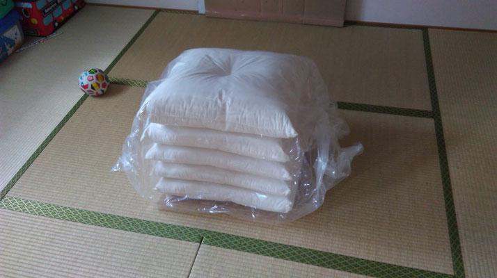 出てきたのは白い座布団。
