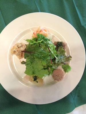 前菜盛り合わせ(手前からヒラメカルパッチョ・新玉ねぎのグラタン・ロブスターサラダ・牛筋肉のにこごり・黒豚のパテ)日替わり