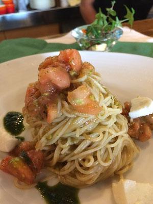 モッツアレラとフレッシュトマトの令製パスタ