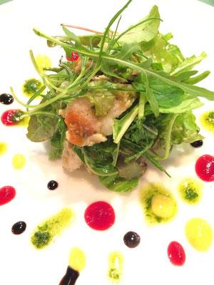 秋田県産ウサギのコンフィのサラダ