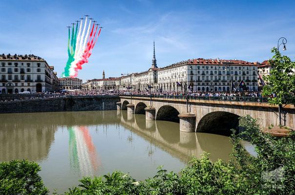 27 - Le Frecce Tricolori su Piazza Vittorio (25 maggio 2020)