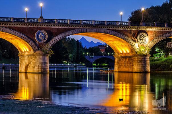 14 - Il ponte Isabella e il Monviso al crepuscolo