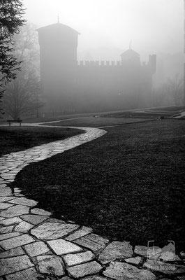 04 - La Rocca Medievale immersa nella nebbia