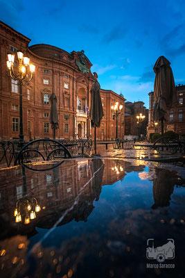 36 - Piazza Carignano sotto la pioggia
