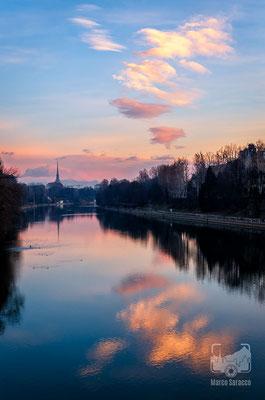 13 - Alba sul fiume Po