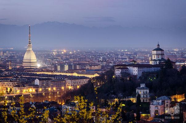 11 - La Mole Antonelliana e il Monte dei Cappuccini al crepuscolo