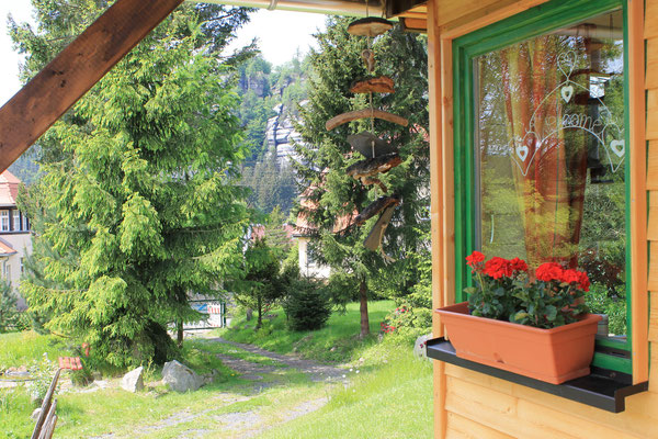 Blick von Terrasse zum Berg Oybin