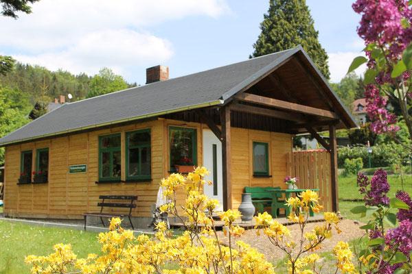 Ferienhütte mit Terrasse
