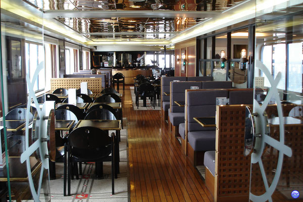 Bretagne Pont 7 - Yacht Club, le piano bar. (© lebateaublog 2012)