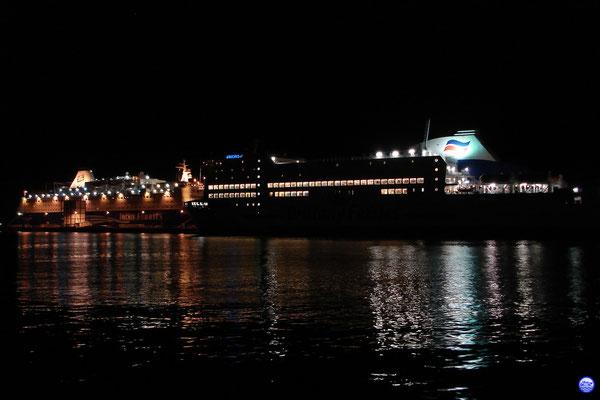 Oscar Wilde & Armorique à Cherbourg (© lebateaublog 2012)